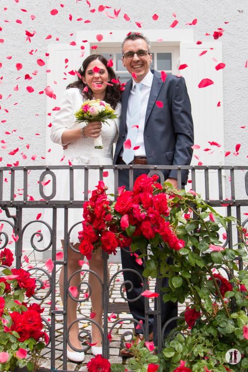 Hochzeit_Ringe_Regen_Rosenblatt_09